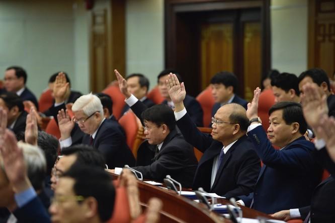 Lấy phiếu tín nhiệm các Ủy viên Bộ Chính trị và Ban bí thư ảnh 2