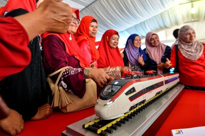 Malaysia tiếp tục làm dự án đường sắt sau khi Trung Quốc giảm đáng kể chi phí ảnh 1