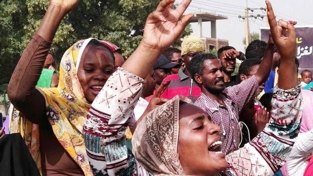 Đảo chính quân sự ở Sudan: Tổng thống Omar al-Bashir bị phế truất và bắt giữ ảnh 1