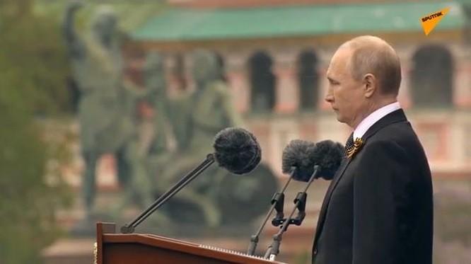 Nga lần đầu khoe xe siêu sang tự sản xuất trong lễ duyệt binh Ngày Chiến thắng ảnh 1