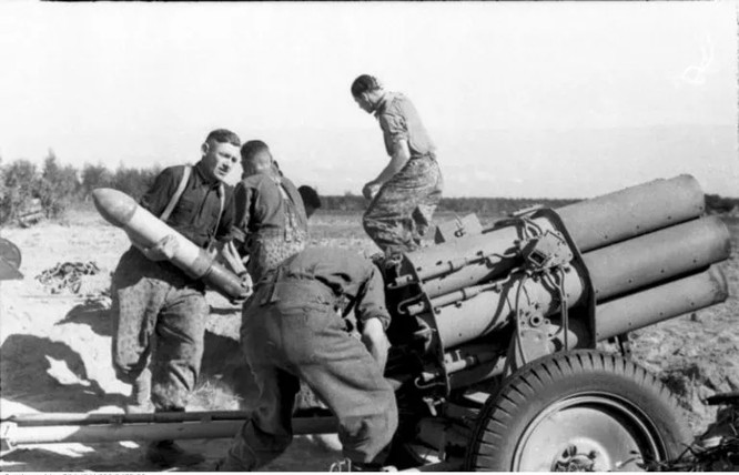 """Đức từng sản xuất súng cối 6 nòng Nebelwerfer đối chọi với BM-13-""""Katyusha"""" của Liên Xô ảnh 1"""