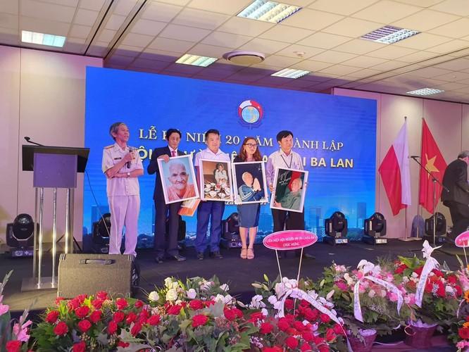 Nghệ sĩ Trần Hồng và hành trình đưa Mẹ và Đại tướng tới Ba Lan ảnh 1
