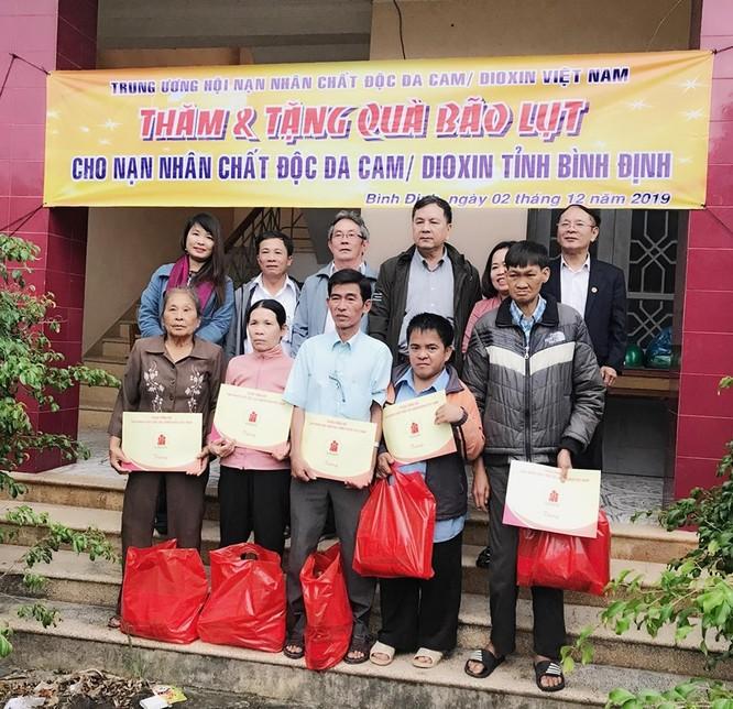 Cổng 1400 tặng quà các gia đình nạn nhân chất độc da cam ảnh 3