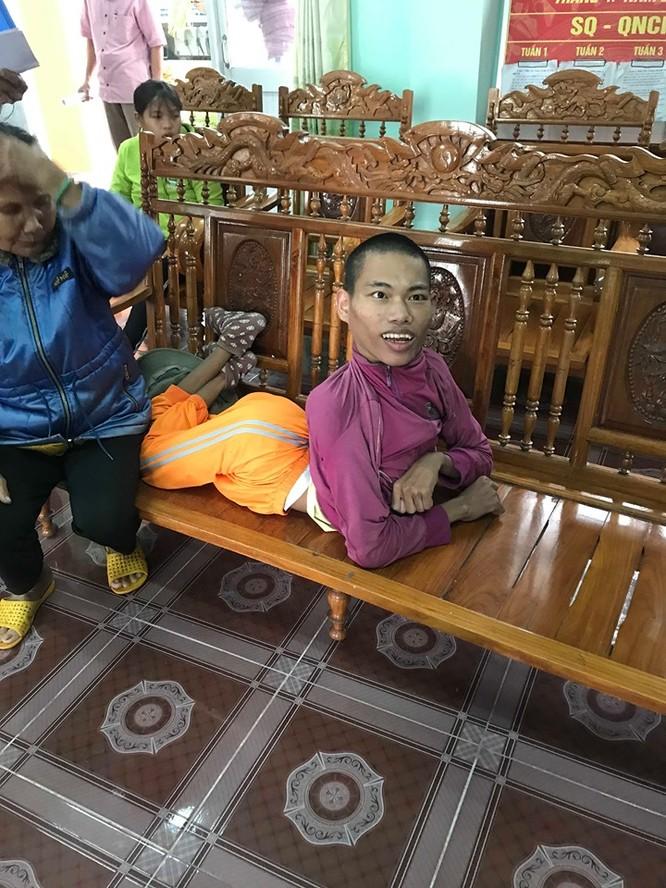 Cổng 1400 tặng quà các gia đình nạn nhân chất độc da cam ảnh 4