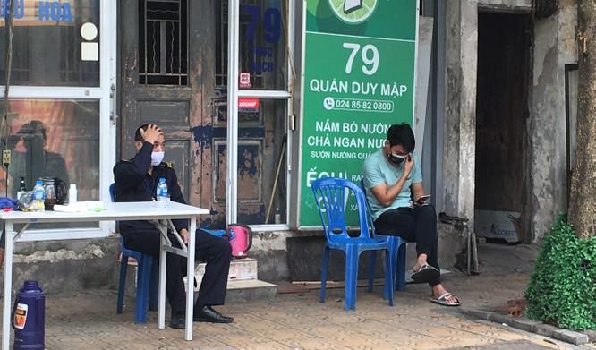Cuộc sống người dân phường Trúc Bạch trong ngày cách ly thứ hai ảnh 6