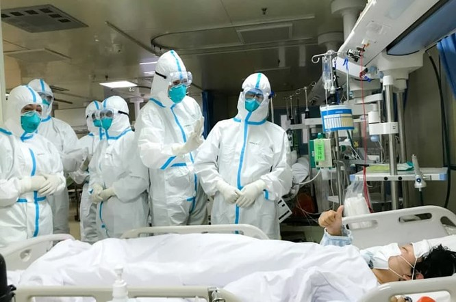 """Bác sĩ- tình nguyện viên Đặng Minh Vụ: """"sẵn sàng đi bất cứ nơi đâu chống dịch bất kể ngày đêm"""" ảnh 2"""