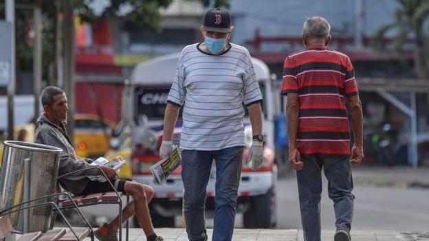 Virus corona: Những biện pháp phòng chống kỳ lạ trên thế giới ảnh 1