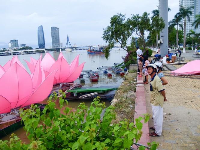Phật Đản năm nay trên sông Hương không có sen đăng ảnh 1