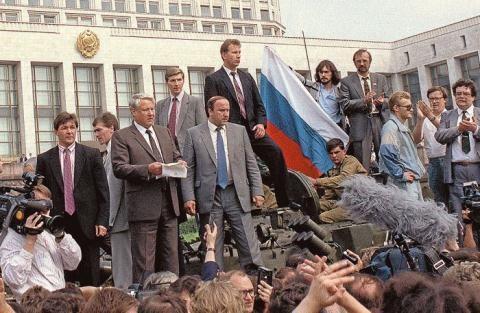 Vì sao khủng khiếp như KGB vẫn không cứu được Liên Xô sụp đổ? ảnh 3