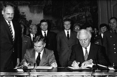 Ai đã đưa Shevardnadze lên vị trí Bộ trưởng Ngoại giao Liên Xô? ảnh 3
