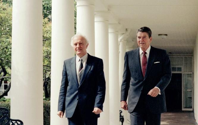 Ai đã đưa Shevardnadze lên vị trí Bộ trưởng Ngoại giao Liên Xô? ảnh 5