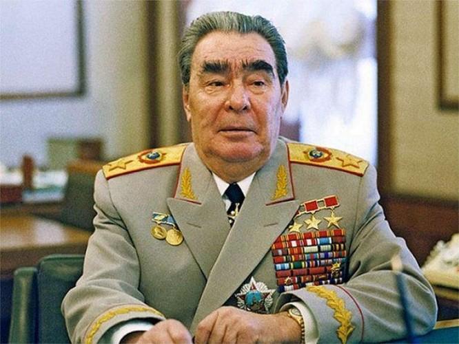 """TBT Brezhnev từng nhận 114 huân, huy chương; huy hiệu """"50 năm tuổi đảng"""" và thẻ nhà báo ảnh 1"""