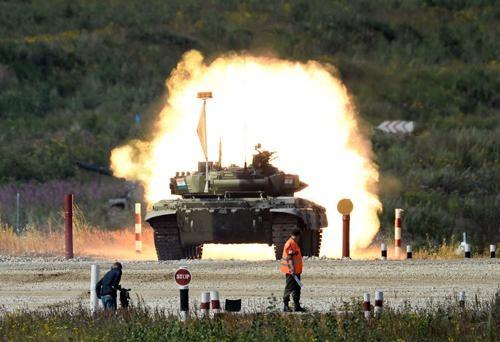"""Siêu xe tăng T-90 """"Vladimir"""" của quân đội Nga: Quái vật trên chiến trường ảnh 1"""