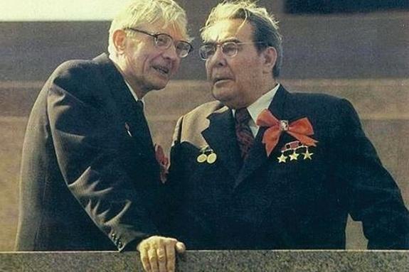 Liên Xô sẽ như thế nào nếu như Suslov là Tổng bí thư chứ không phải Khrushchev? ảnh 2