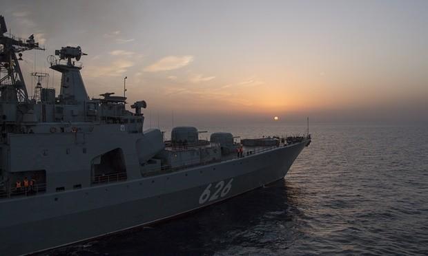 """Hải quân Nga """"diễu binh"""" hoành tráng trên biển Địa Trung Hải ảnh 1"""