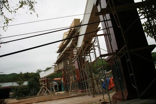 Choáng ngợp với cổng chào tiền tỉ ở huyện nghèo ảnh 7