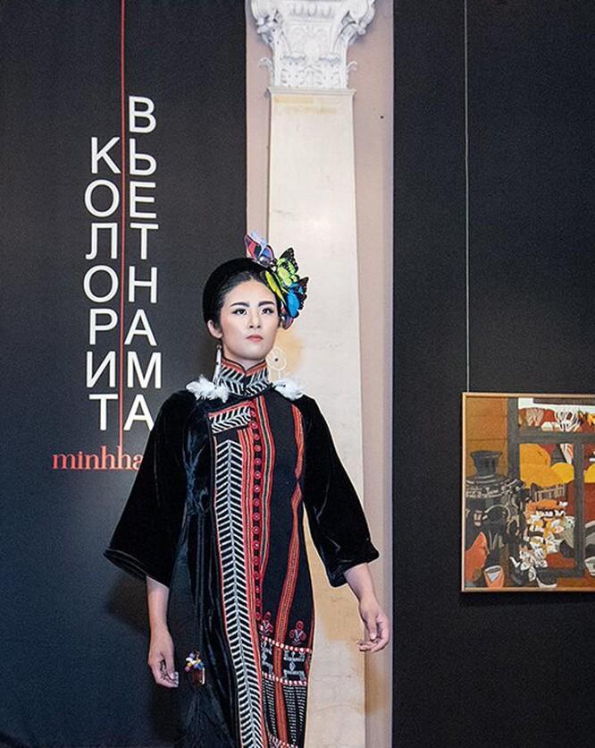 Đẹp ngỡ ngàng trang phục thổ cẩm Việt tại Mátxcơva ảnh 3