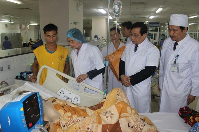 Phó Chủ tịch nước thăm và tặng quà cho bệnh nhân điều trị tại Bệnh viện Trung ương Thái Nguyên ảnh 1
