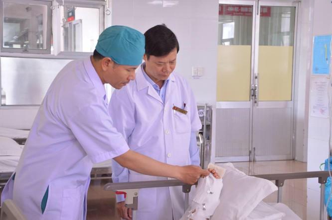 Nối thành công cánh tay bị chém đứt lìa cho bệnh nhân ảnh 1