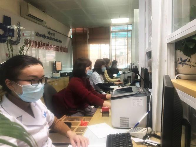Bệnh viện Da liễu Trung ương: Tăng cường khám sàng lọc để phòng tránh lây nhiễm virus Corona ảnh 2