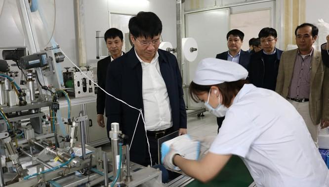 Khan hiếm nguồn nguyên liệu sản xuất khẩu trang chống chủng virus Corona mới ảnh 3