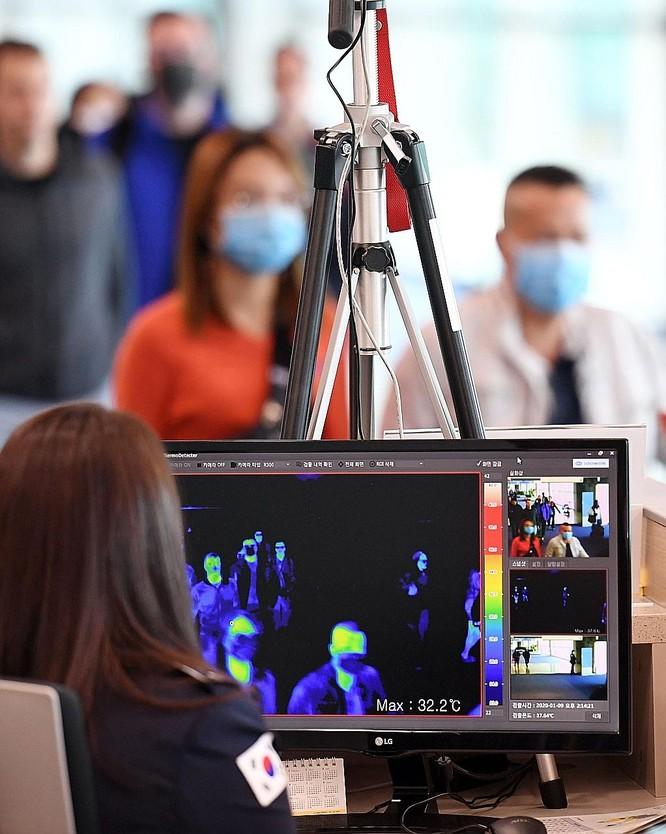 Máy quét thân nhiệt có thể bỏ lọt bệnh nhân nhiễm virus Corona nhưng chưa bị sốt ảnh 1
