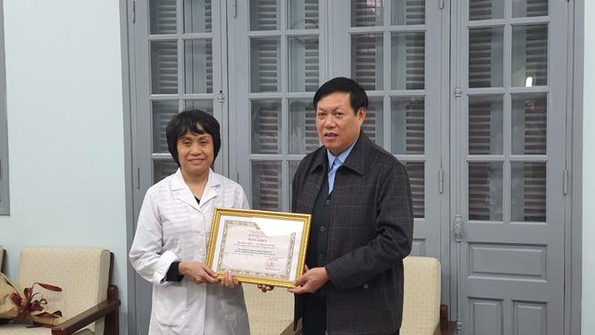 Thứ trưởng Bộ Y tế yêu cầu Viện Vệ sinh dịch tễ Trung ương tiếp tục nghiên cứu để tìm ra kháng thể chống dịch Covid-19 ảnh 2