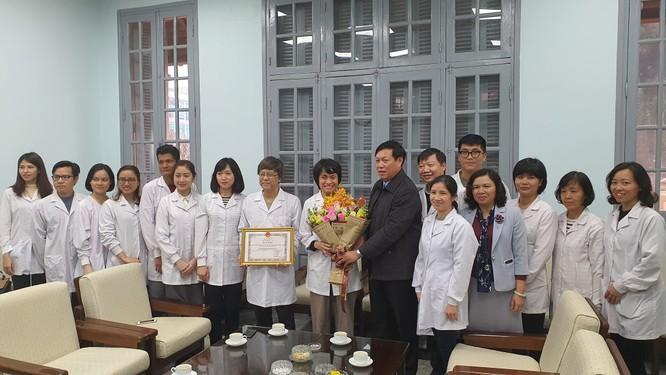 Thứ trưởng Bộ Y tế yêu cầu Viện Vệ sinh dịch tễ Trung ương tiếp tục nghiên cứu để tìm ra kháng thể chống dịch Covid-19 ảnh 1