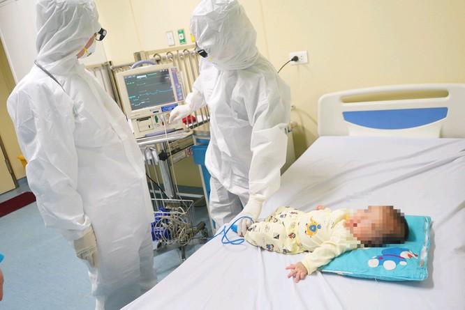 Video: Bệnh nhi nhỏ tuổi nhất mắc COVID-19 lên xe trở về Vĩnh Phúc ảnh 4