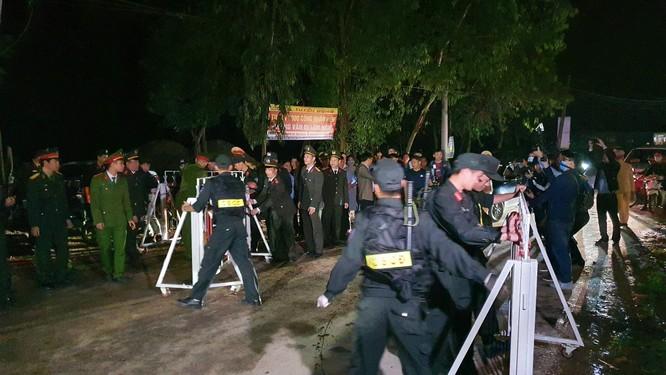 Thứ trưởng Đỗ Xuân Tuyên: Sơn Lôi hết thời gian cách ly mới chỉ là thành công bước đầu trong phòng, chống dịch COVID-19 ảnh 5