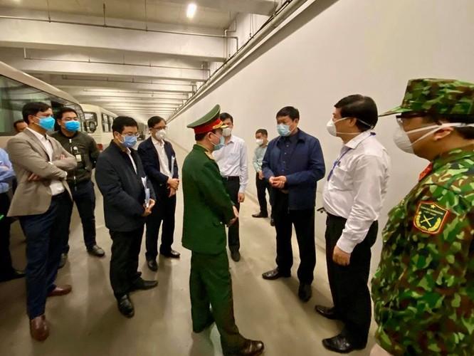 Thứ trưởng Bộ Y tế trực tiếp kiểm tra tại sân bay Nội Bài ảnh 2