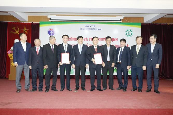 GS. TS Nguyễn Quang Tuấn làm Giám đốc Bệnh viện Bạch Mai, GS. TS Ngô Quý Châu làm Quyền Chủ tịch Hội đồng Quản lý ảnh 1