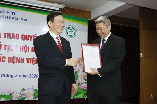 GS. TS Nguyễn Quang Tuấn làm Giám đốc Bệnh viện Bạch Mai, GS. TS Ngô Quý Châu làm Quyền Chủ tịch Hội đồng Quản lý ảnh 2