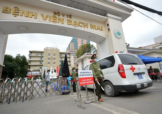 """Bệnh viện Bạch Mai có nguy cơ """"thiếu người"""" sau 16 ca nhiễm virus Corona ảnh 2"""