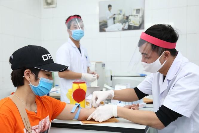 Dịch COVID-19 khiến người dân e ngại hiến máu ảnh 1