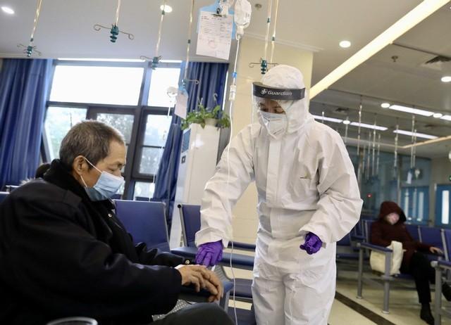 Bộ Y tế hướng dẫn người cao tuổi phòng, chống COVID-19 ảnh 1