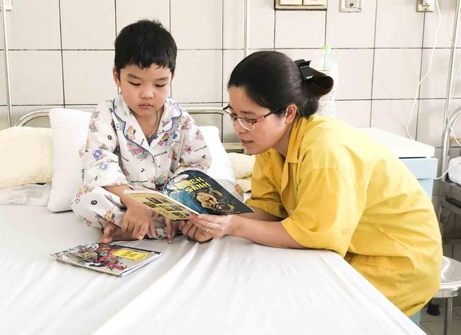 Nắng nóng thất thường, trung bình 200 trẻ vào viện khám bệnh trong 1 ngày ảnh 1