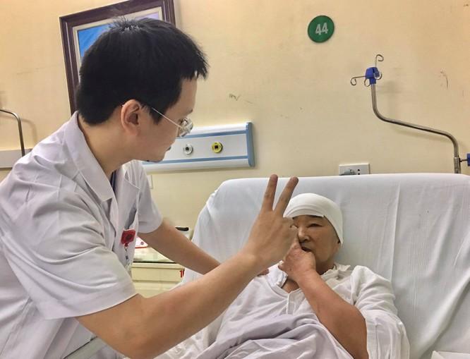 Người phụ nữ 64 tuổi mù 1 mắt vì bị u màng não hơn 10 năm mà không hay biết ảnh 1