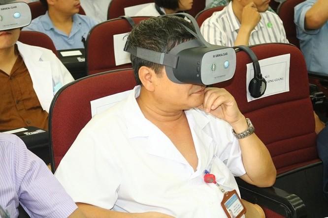 Đào tạo chuyên gia phẫu thuật lồng ngực bằng công nghệ thực tế ảo ảnh 2