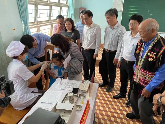 """""""Nóng"""" dịch bạch hầu, Bộ Y tế triển khai tiêm vaccine quy mô lớn nhất từ trước đến nay ảnh 2"""
