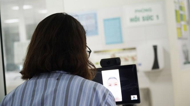 """Robot """"trợ thủ"""" giúp bác sĩ trò chuyện, chẩn đoán và chăm sóc bệnh nhân COVID-19 như thế nào? ảnh 3"""