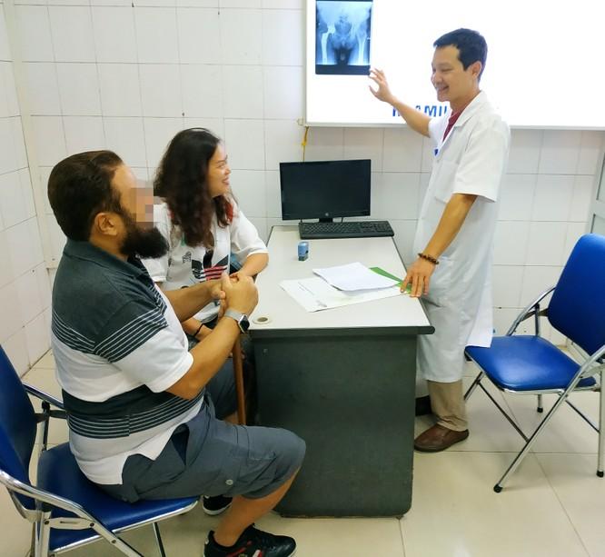Bệnh nhân người Ả Rập Xê-út đi lại bình thường sau thay khớp háng nhân tạo bằng công nghệ hiện đại ảnh 1
