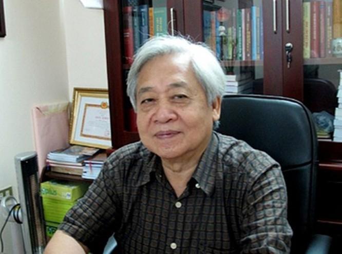 GS. TS. Phạm Tất Dong nói gì trước quy định cho phép học sinh dùng điện thoại trong lớp học? ảnh 1