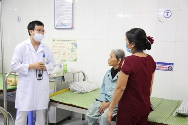 Bệnh viện tuyến tỉnh cứu sống cụ bà cao tuổi nhất Việt Nam bị nhồi máu cơ tim ảnh 1
