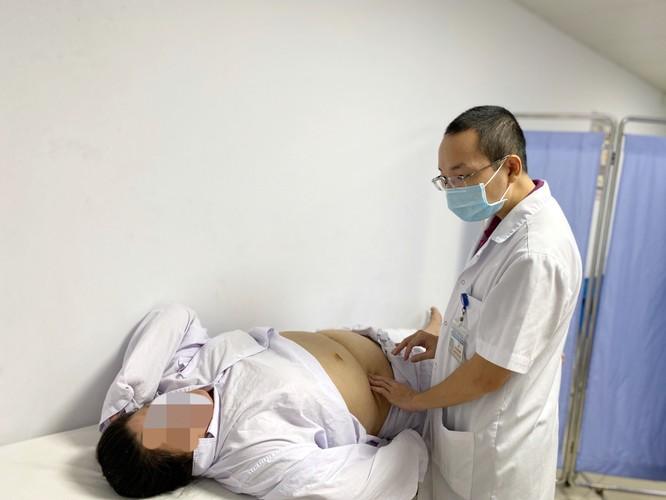 Phẫu thuật thu nhỏ dạ dày để chữa bệnh béo phì cho cô gái nặng 95kg ảnh 1