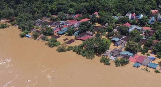 Bộ Y tế yêu cầu bệnh viện ở Đà Nẵng kích hoạt đội cơ động để hỗ trợ y tế cho Quảng Nam sau bão lũ ảnh 1