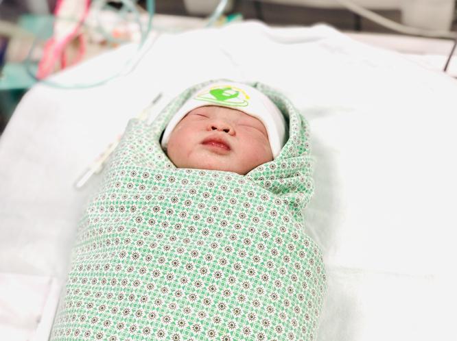 Bé gái bị rối loạn nhịp tim ngay từ trong bụng mẹ đã được cứu sống như thế nào? ảnh 1