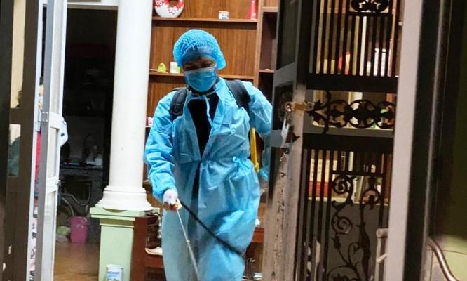 Nữ nhân viên ngân hàng Vietinbank lây virus SARS-CoV-2 ở đâu? ảnh 1