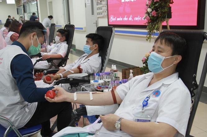 Hơn 200 bác sĩ cùng nhau tiếp thêm sự sống cho bệnh nhân thiếu máu ảnh 1