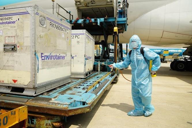 Hơn 117.000 liều vaccine phòng COVID-19 đã về đến Việt Nam ảnh 2